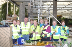 Nursery Fresh Director, John Waddington, with Valerie Davidson and her Gold Medal winning 'Chelsea 2013 Team'