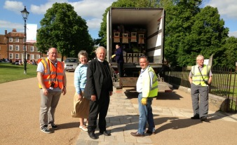 The Very Reverend James Atwell, Dean of Winchester, Mrs Atwell and Bruce Winton of Winchester Cathedral 'inspect' the flowers with John Waddington of Nursery Fresh Ltd